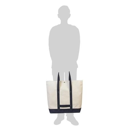 生成り × 紺 / モデル: 175 cm
