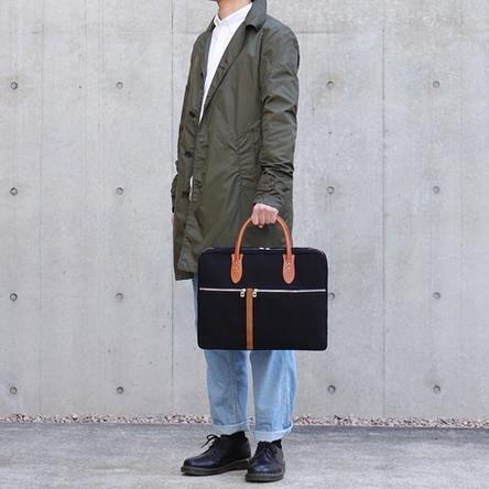 黒 × レンガ / モデル: 180 cm