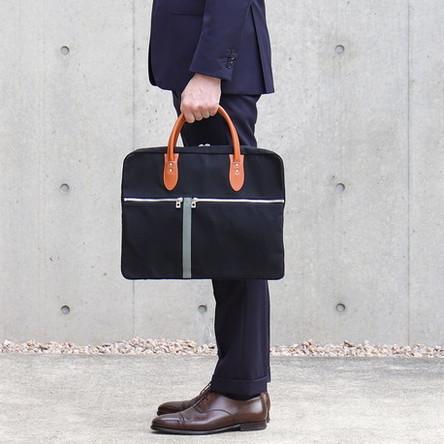 黒 × 青ねず / モデル: 180 cm