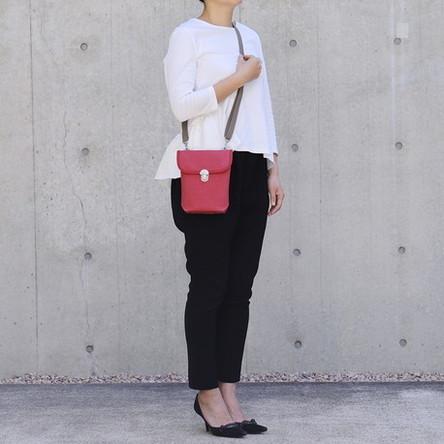 赤 × グレー / モデル: 160 cm