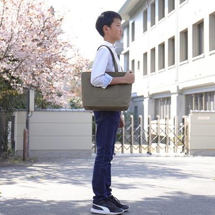 オリーブ / モデル: 155 cm (11歳)