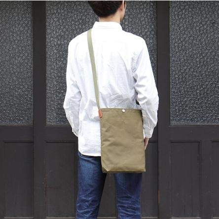 オリーブ × オリーブ / モデル: 170 cm