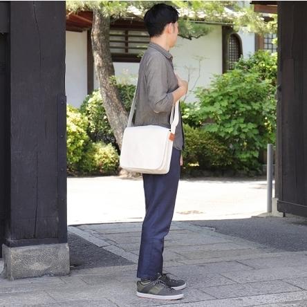 生成り × 生成り / モデル: 175 cm