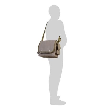 グレー × オリーブ / モデル: 175 cm