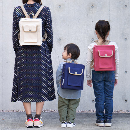 From the left, 163cm, 90 cm (3-year-old) , 120 cm (6-year-old)