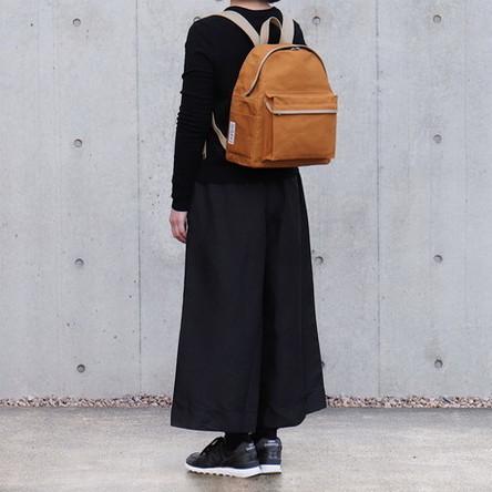 レンガ × ベージュ / モデル: 160 cm