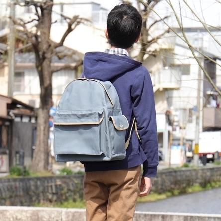 青ねず × ベージュ / モデル: 165 cm