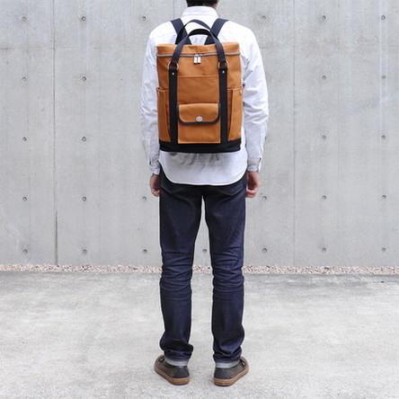レンガ × 黒 / モデル: 180 cm
